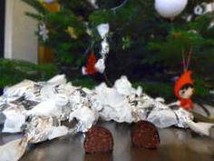 Szaloncukor – an Edible Christmas Decoration – christmas crackers Christmas Candy, Christmas Time, Christmas Wreaths, Christmas Decorations, Xmas, Christmas Ornaments, Holiday Decor, Christmas Recipes, Hello Fresh Box