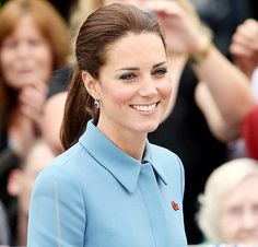 Kate Middleton Looks Slim in Stunning Little Black Dress at Queen's Portrait Unveiling With Prince William: Pictures - Yahoo Celebrity
