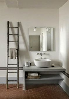 Love the ladder towel rack.