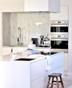 Beautiful kitchens design ideas for you to use in your home! Nordic Interior Design, Interior Design Tips, Design Ideas, Beautiful Kitchen Designs, Beautiful Kitchens, Living Etc, Unique Lamps, Kitchen Dining, Modern Design