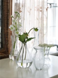 Beautiful flowers and glass. Love it! HomeFeeling.se