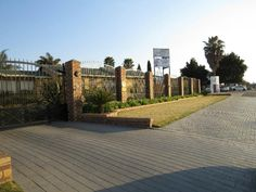 Houses For Sale in Glen Marais. View our selection of apartments, flats, farms, luxury properties and houses for sale in Glen Marais by our knowledgeable Estate Agents.