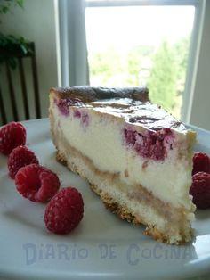 Kuchen de ricotta y frambuesa Best Dessert Recipes, Desert Recipes, Fun Desserts, Sweet Recipes, Delicious Desserts, Chilean Desserts, Chilean Recipes, Ricotta, Healthy Sweets