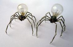 alt metall zwei spinnen skulpturen