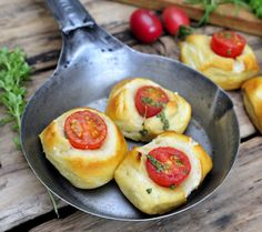 These soft pretzel tomato bites are right up my alley! Bursting with fresh, seasonal tomato flavor, built on a base of delicious baked dough.    *Warning: More addicting then expected!  #Appetizers #Gourmet #Catering