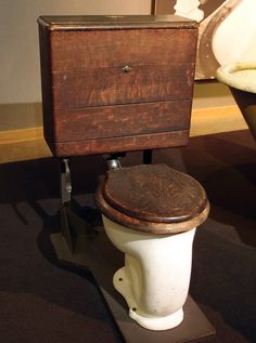 hmmm ideas for the composting toilet I want. I like the wooden tank.