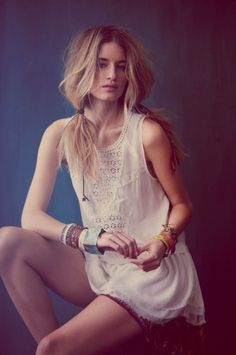 Free People Model: Linda Vojtova Photographer: Anna Palma – Get the look… TEXTILE Elizabeth and James Jimi Jeans Free People New Romantics Yippie Gypsy Sun Dress Blank Denim High Waisted Shorts with Raw Hem Serefina Short Feather Earrings Free People Gate Keeper Top Rachel Zoe Campbell Flare Jeans Deepa Gurnani Pyramid Studded Headband Luv AJ [...]