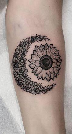 beautiful floral sun & moon tattoo © tattoo artist Shona Lynne 💖☀️🌙 💖 ☀️🌙 💖 tattoo ink 50 Meaningful and Beautiful Sun and Moon Tattoos Star Tattoos, Body Art Tattoos, New Tattoos, Tatoos, Time Tattoos, Tattoo Ink, Form Tattoo, Shape Tattoo, Trendy Tattoos
