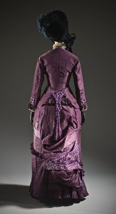1885 Woman's Dress (France) silk plain weave (taffeta) and silk plain weave with warp-float patterning and supplementary weft, and silk knotted tassel (Los Angeles County Museum of Art) 1870s Fashion, Victorian Fashion, Vintage Fashion, Victorian Era, Victorian Costume, French Fashion, European Fashion, Vintage Dresses, Vintage Outfits