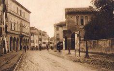 Municipio dall'inizio di Viale Garibaldi, a destra villa Checchin