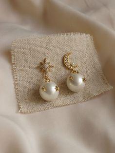 Jewelry Design Earrings, Gold Earrings Designs, Ear Jewelry, Cute Jewelry, Designer Earrings, Bridal Jewelry, Gold Jewelry, Jewelry Accessories, Jewelry Ideas
