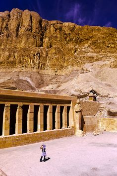 Temple of Queen Hatshepsut, near Valley of the Kings - Luxor, Egypt Ancient Ruins, Ancient History, Travel Around The World, Around The Worlds, Ancient Egyptian Architecture, Visit Egypt, Valley Of The Kings, Mystery Of History, Giza