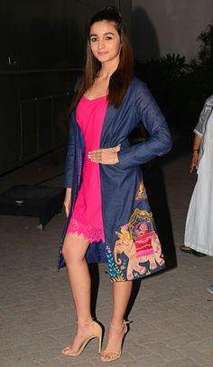 Alia Bhatt is one such Bollywood style icon. Bollywood Girls, Bollywood Fashion, Bollywood Actress, Bollywood Outfits, Indian Celebrities, Bollywood Celebrities, Celebrities Fashion, Beautiful Celebrities, Alia Bhatt Lehenga