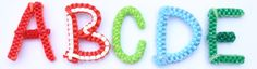 DIY Scoubidou Alphabet by Yoarra Quilling Earrings, Diy Earrings, Crochet Earrings, Plastic Lace Crafts, Lanyard Crafts, Minecraft Crochet, How To Make Letters, Crafts For Kids, Arts And Crafts