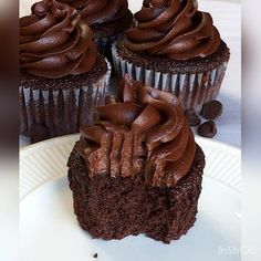 Super Moist Chocolate Cupcakes For chocolate lovers only! These chocolate cupcakes have a moist, close crumb and swirls of chocolate frosting on top. Plus, this recipe is made with coffee to enhance the chocolate flavor even more! Chocolate Flavors, Chocolate Recipes, Chocolate Frosting, Fudge Frosting, Cake Chocolate, Butter Frosting, Chocolate Cupcakes From Scratch, Chocolate Cake Recipe Videos, Homemade Chocolate Cupcakes