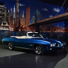 PALM BEACH AUCTION PREVIEW: Correct Atoll Blue and Sandalwood top, factory air conditioning. This 1970 GTO is one of only 241 built that year equipped with a 455ci engine and 3-speed automatic transmission. From the John Staluppi Cars of Dreams Collection.