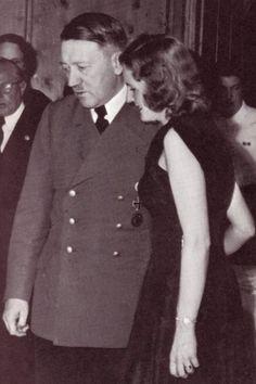 Hacia 1936, Eva Braun formaba parte del hogar de Hitler en la residencia de Berghof, donde llevó una vida alejada de la Segunda Guerra Mundial, concentrándose en su trabajo fotográfico: es la autora de gran parte de las fotos y vídeos en color que se conservan de Adolf Hitler.