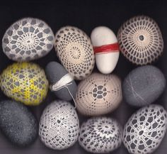 Inspiration - guest post at sfgirlbybay Crochet Stone, Freeform Crochet, Crochet Art, Crochet Patterns, Crochet Ideas, Rock Crafts, Arts And Crafts, Diy Crafts, Resurrection Fern