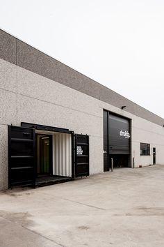 Drukta and Formail offices by FIVE AM Kortrijk  contenedores empotrados en almacén