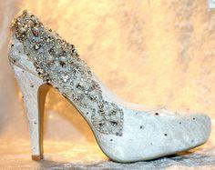 Eleganti scarpe in pizzo avorio di impreziosito da favola  Indossare qualcosa fatto solo per voi il vostro giorno speciale.  Quando si