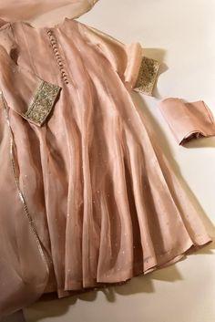 Fancy Dress Design, Stylish Dress Designs, Designs For Dresses, Frock Design, Dress Indian Style, Indian Fashion Dresses, Indian Designer Outfits, Pakistani Designer Clothes, Designer Party Wear Dresses
