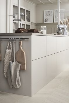 Scandinavian kitchen style is well-known for its simple appearance. the vibe of your kitchen, buying a contemporary table as furniture would Home Decor Kitchen, Kitchen Furniture, Kitchen Interior, Home Kitchens, Scandinavian Kitchen, Design Moderne, Cuisines Design, Küchen Design, Kitchen Styling