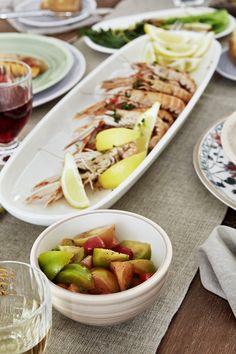 Pregătește preparete simple de vară și servește-le în platouri și boluri încăpătoare din Colecția ARTESANO de la Villeroy&Boch! #platou portelan #bol portelan #bol servire #platou servire Cobb Salad, Food, Essen, Meals, Yemek, Eten
