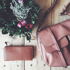 Blogger @ThisIsJules and picks the perfect pieces to gift the stylish Mother on-the-go.