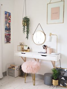 S P A C E S 💕 __________________________________________________ My dream workspace inspired by . Bedroom Desk, Room Ideas Bedroom, Interior Design Magazine, My New Room, House Rooms, Room Inspiration, Urban Outfitters, Home Decor, Dressing Room