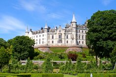 castles in scotland | File:Dunrobin Castle -Sutherland -Scotland-28June2006.jpg - Wikimedia ...