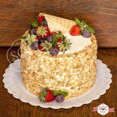 Lindo de se ver, gostoso de comer! Bolo de baunilha e recheio 4 leites com morangos. Feito com carinho para comemorar os 61 anos da Dona Eliana. Gostou do bolo? Faça sua encomenda. Whatsapp (31)9296-8448 #soldoces #bonitoegostoso #querocomer #delicioso #irresistível #cake #lovecake #bolo #amobolo #bolodeaniversario