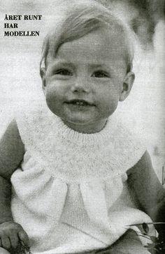 Sticka vintage babyklänning