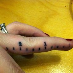 38 Adorable, Tiny Finger Tattoos for Girls Who Love Ink 😍 💘 . Clever Tattoos, Funny Tattoos, Creative Tattoos, Great Tattoos, Beautiful Tattoos, Amazing Tattoos, Tattoo Girls, Girl Tattoos, Tatoos