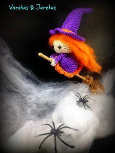 Free flying witch pattern, Brujita, in Spanish Halloween Crochet Patterns, Crochet Toys Patterns, Amigurumi Patterns, Crochet Crafts, Crochet Dolls, Crochet Projects, Feliz Halloween, Halloween Crafts, Love Crochet