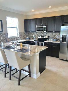 Casual Kitchen Design Ideas For The Heart Of Your Home - Fajrina Decor Kitchen Room Design, Modern Kitchen Design, Kitchen Layout, Home Decor Kitchen, Interior Design Kitchen, New Kitchen, Awesome Kitchen, Kitchen Ideas, Compact Kitchen