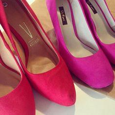 Mais uma encomenda Azul Pistache sendo preparada para viajar! Agora também é possível comprar vários itens pelo Enjoei pagando um frete só! Vem fazer sua sacolinha na nossa loja (link na bio) #azulpistache #compra #enjoei #sapatos #vermelho #pink #estilo #moda #loja #correios #instacool