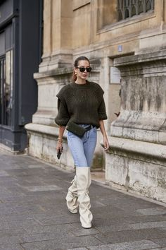 Attendees at Paris Fashion Week Spring 2020 - Street Fashion Grunge Style, Soft Grunge, Tokyo Street Fashion, Paris Fashion, Women's Fashion, Fashion Guide, Winter Fashion, Spring Street Style, Street Style Looks