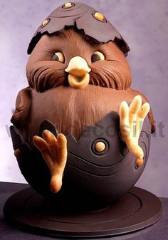 Best Easter present ever! (chocolate sculpture).Huevo de Pascua Pollito - Huevo de Pascua en chocolate forma de Pollito - molde de Huevo de Pascua en chocolate forma de Pollito