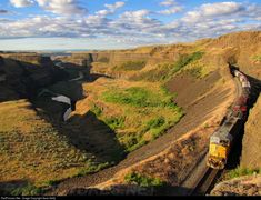 Net Photo: 8277 Union Pacific EMD at Palouse Falls, Washington by Sean Kelly Union Pacific Railroad, Train Station, Cityscapes, Washington State, Trains, Landscapes, Scenery, Country Roads, Christian