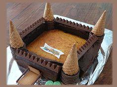 Schloss in Schokolade - Anniv jean - Gateau Castle Birthday Cakes, Castle Party, Knight Cake, Deco Cupcake, Mario Cake, Medieval Party, Childrens Meals, Funny Cake, My Son Birthday