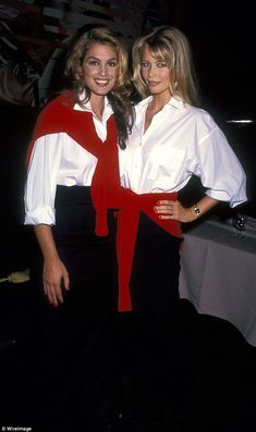 At a Revlon event in Claudia Schiffer and Cindy Crawford wore oversize white shirts with red preppy jumpers looped around their waists and shoulders. Claudia Schiffer, Cindy Crawford, Chanel Fashion Show, 90s Fashion, Vintage Fashion, High Fashion, Lauren Hutton, Christy Turlington, Top Models