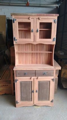 Meuble Chaussure Palette : Arca em peroba rosa e imbuia Diy Pallet Furniture, Woodworking Furniture, Furniture Projects, Rustic Furniture, Furniture Design, Money Making Wood Projects, Barn Wood Projects, Wooden Decor, Wooden Diy