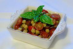 Un'idea per l'estate – Insalata di ceci, pesto genovese, pomodorini e mandorle