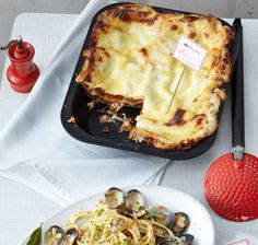 Lasagne mit Mozzarella-Béchamel***** sehr lecker. Bei mir kommen noch rote und grüne Paprika und Zucchiniwürfel mit in die Bolognesesosse!