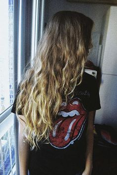 hushed-dreams: crystvllized: grunge Love her hair Soft Grunge, Grunge Style, Messy Hairstyles, Pretty Hairstyles, Hair Inspo, Hair Inspiration, Fashion Inspiration, Alternative Rock, Indie