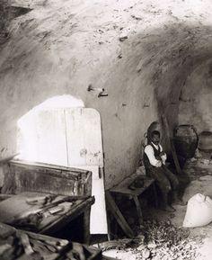 Εσωτερικό νερόμυλου στη Μαρωνεια Σητείας – 1911