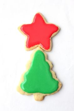 "Sugar Cookie Icing...blog says: ""This recipe is my go-to, my favorite, my best-est icing ev-ah recipe.   It gives you that nice and shiny icing that hardens perfectly so that you can stack your cookies for all those cookie trays you are handing out this year. It doesn't have egg whites or egg white powder and it doesn't make your cookies rock hard."""
