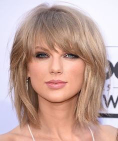 Super Cool Taylor Swift Short Hairstyles With Bangs