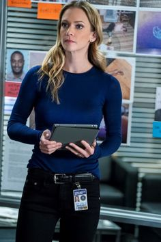 "The BAU takes a deep and personal dive into the depths of addiction as disease on Criminal Minds Season 14 Episode ""Broken Wing. Aj Cook Criminal Minds, Detective Outfit, Divas, Jennifer Jareau, Penelope Garcia, Crimal Minds, Matthew Gray Gubler, Celebs, Female Celebrities"