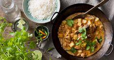 Chicken Massaman Kaffir Lime, Curry Paste, Gluten Free Chicken, Fish Sauce, Carnations, Wok, Free Food, Cooking Tips, Chicken Recipes